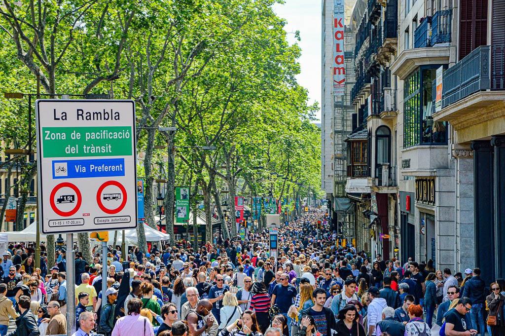 Liikamatkailu on tuttu ongelma Barcelonassa.