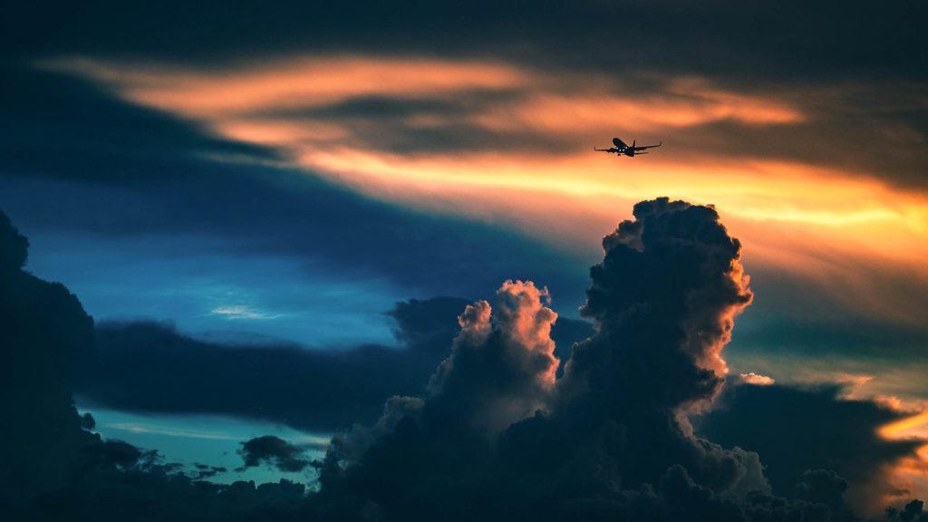 """Kapulakielen taakse piiloutuva lentopäästöjen kasvu sotii ilmastotavoitteita vastaan – Finnwatchin ilmastoasiantuntija: """"kompensointi ei ole ratkaisu"""""""