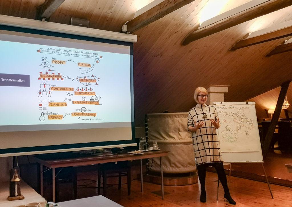 Sustainable Travel Finland -ohjelman vastuullisuuskouluttaja Anu Nylund