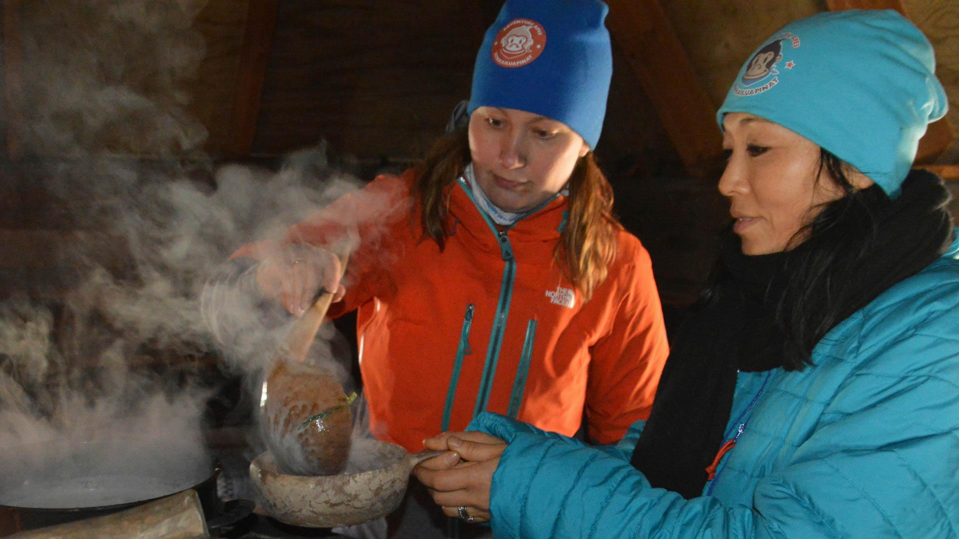 Seikkailuapinat-yrittäjä Heidi Savolainen tuo suomalaiset maut, tuoksut ja askareet tutuiksi matkailijoille