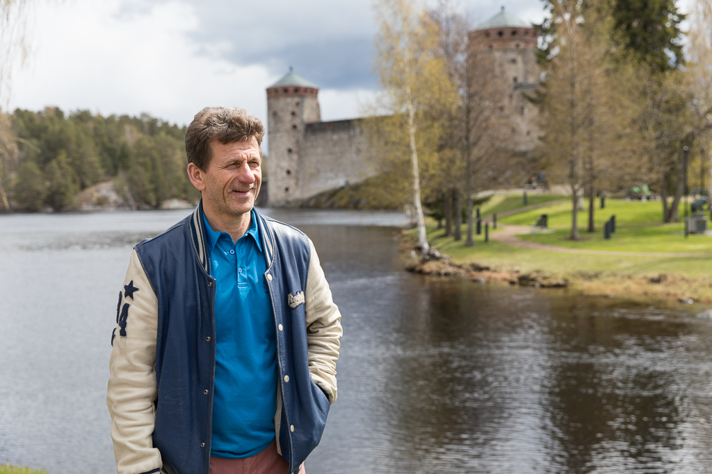 Suojelubiologi Jouni Koskela Savonlinnan edustalla