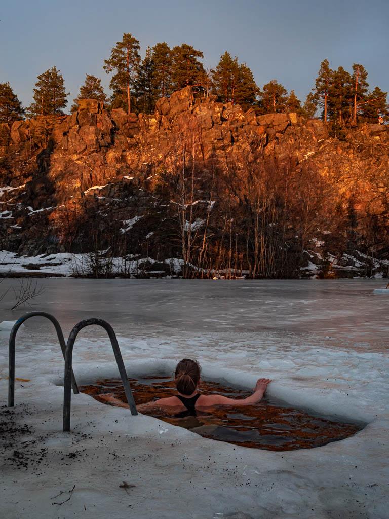 Avantouintia ilta-auringossa FinnDomen luksusteltta-alueella
